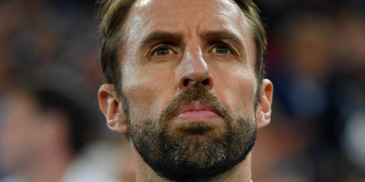 Técnico de Inglaterra consuela a Mateus Uribe tras eliminación
