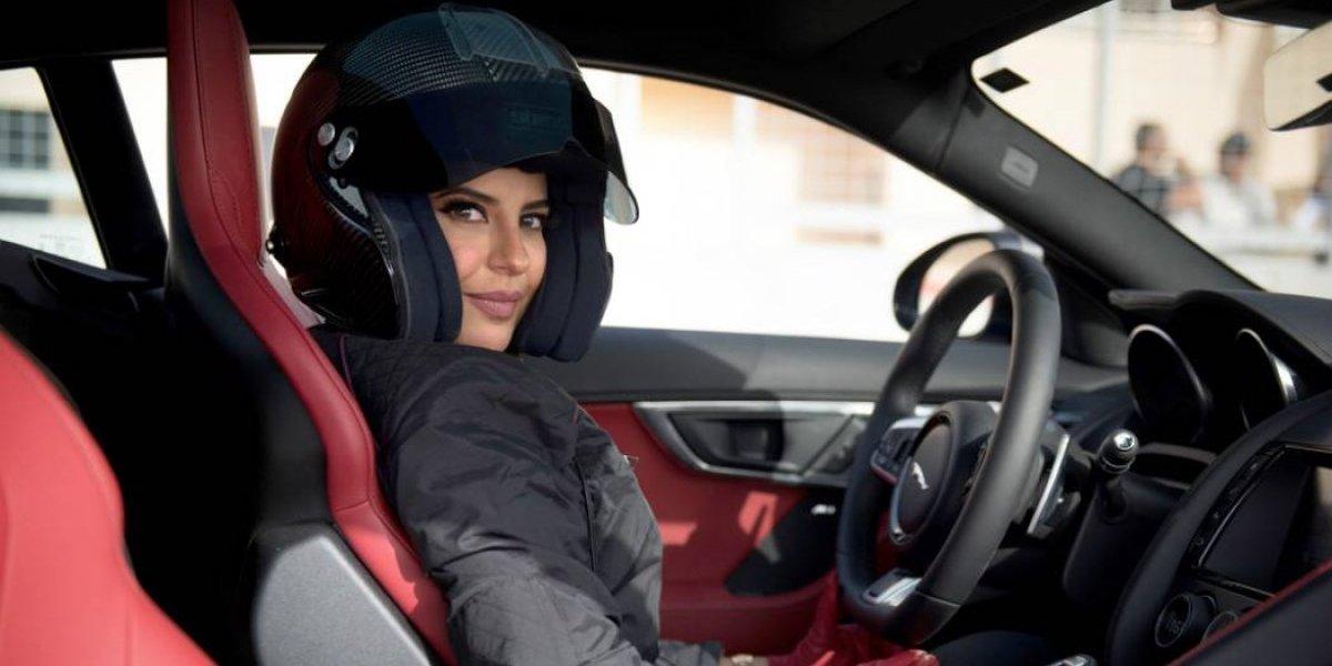 Jaguar sube a una piloto profesional saudí en su F-Type