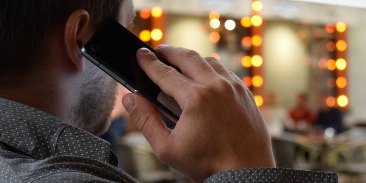 Tu smartphone no graba tus conversaciones, pero hace algo mucho peor