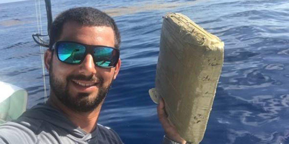 """""""Un regalo anticipado de Pablo Escobar"""": Fue a pescar para celebrar su cumpleaños y """"encontró"""" un gigantesco paquete de marihuana"""