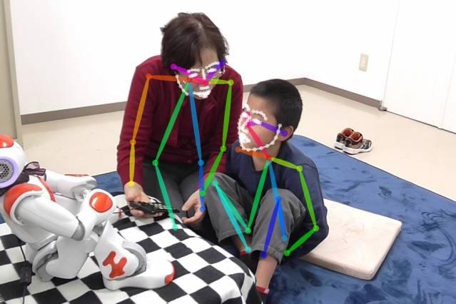 Este robot le ayuda a niños con autismo a desarrollar habilidades sociales