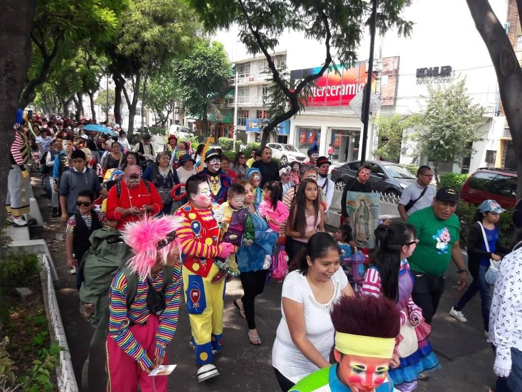 Decenas de familias acompañaron a los amantes del clown. Foto: Daniel Flores