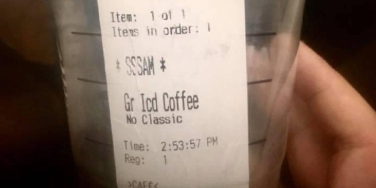 """Pidió un café, se burlaron de su tartamudez, lo ridiculizaron en la etiqueta del vaso y como gran cosa le ofrecieron 5 dólares como """"compensación"""""""