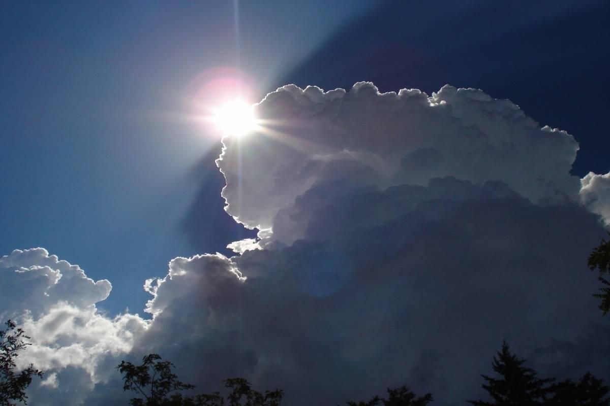 Dios caminando entre las nubes, un nuevo video viral