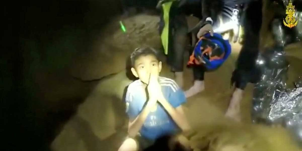 Operação de resgate dos meninos em caverna da Tailândia é interrompida