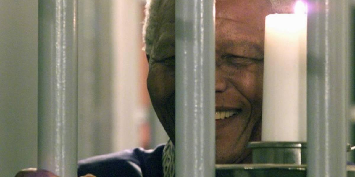 Hacen subasta para dormir una noche en celda de Nelson Mandela