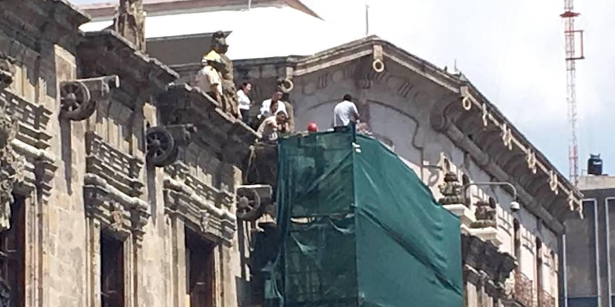Hombre amenaza con lanzarse de Palacio de Gobierno en Jalisco