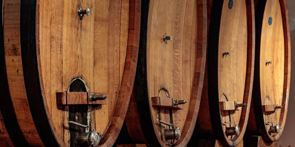 Alerta ambiental en Kentucky por derrame de casi 3 millones de litros de whisky