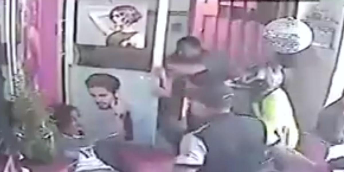 Video: brutal agresión a dos mujeres transexuales el mismo día del Orgullo Gay