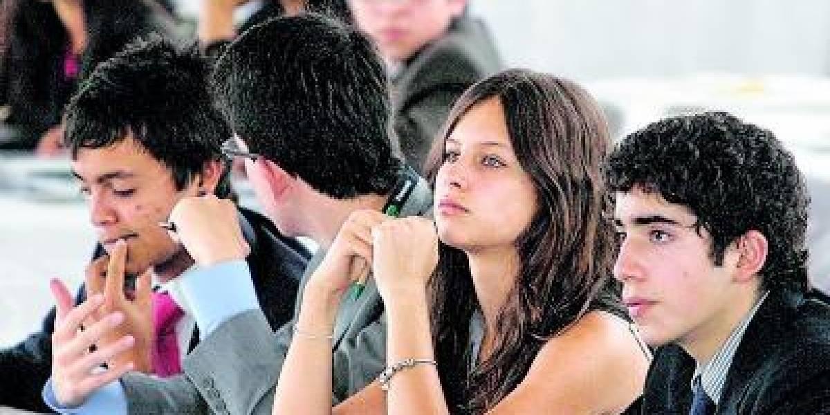 Anne Dominique, hija de Rafael Correa, critica la gestión de la primera dama.