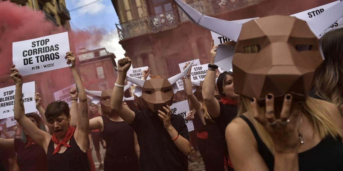 Protestan contra crueldad animal en la fiesta de San Fermín, España