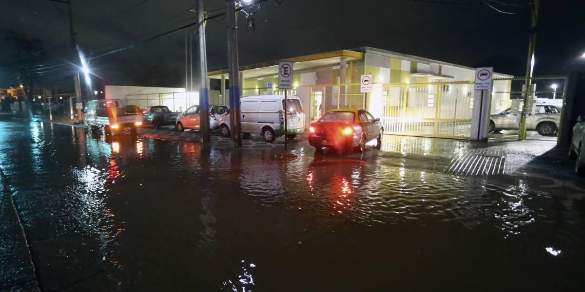 Fuertes lluvias atacaron a Santiago: sistema frontal obligó a suspensión de clases en comunas de Maipú y El Monte