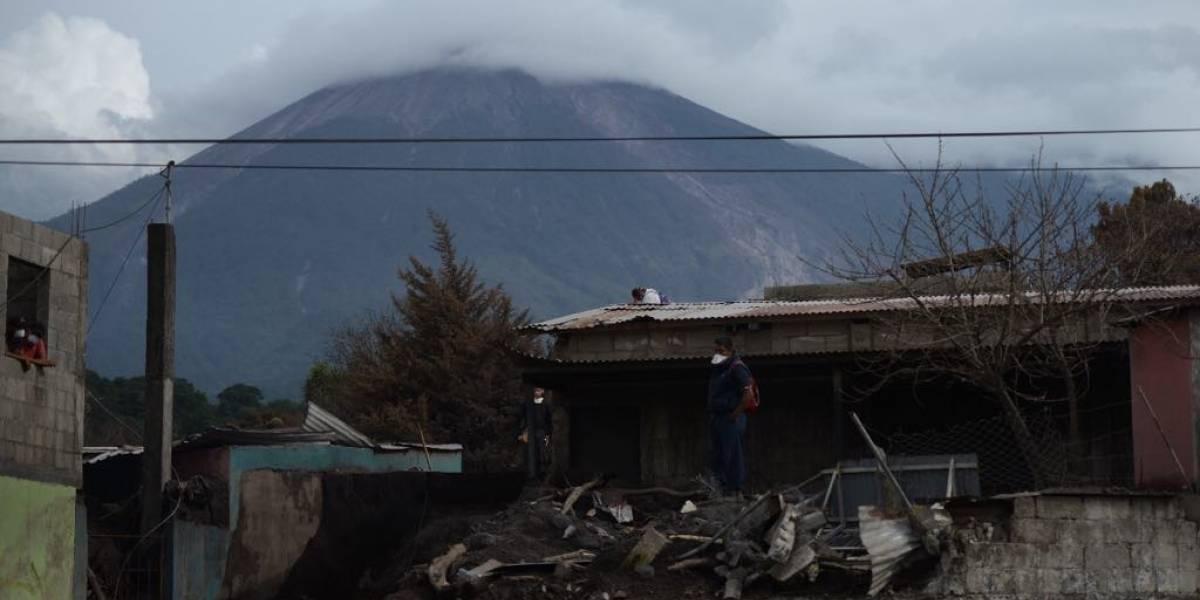 Localizan vivo a joven desaparecido tras erupción de volcán de Fuego
