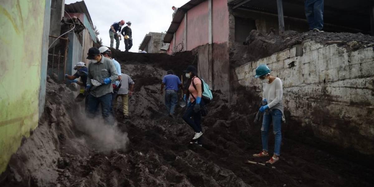 Autorizan a pobladores de San Miguel Los Lotes buscar a víctimas de la erupción