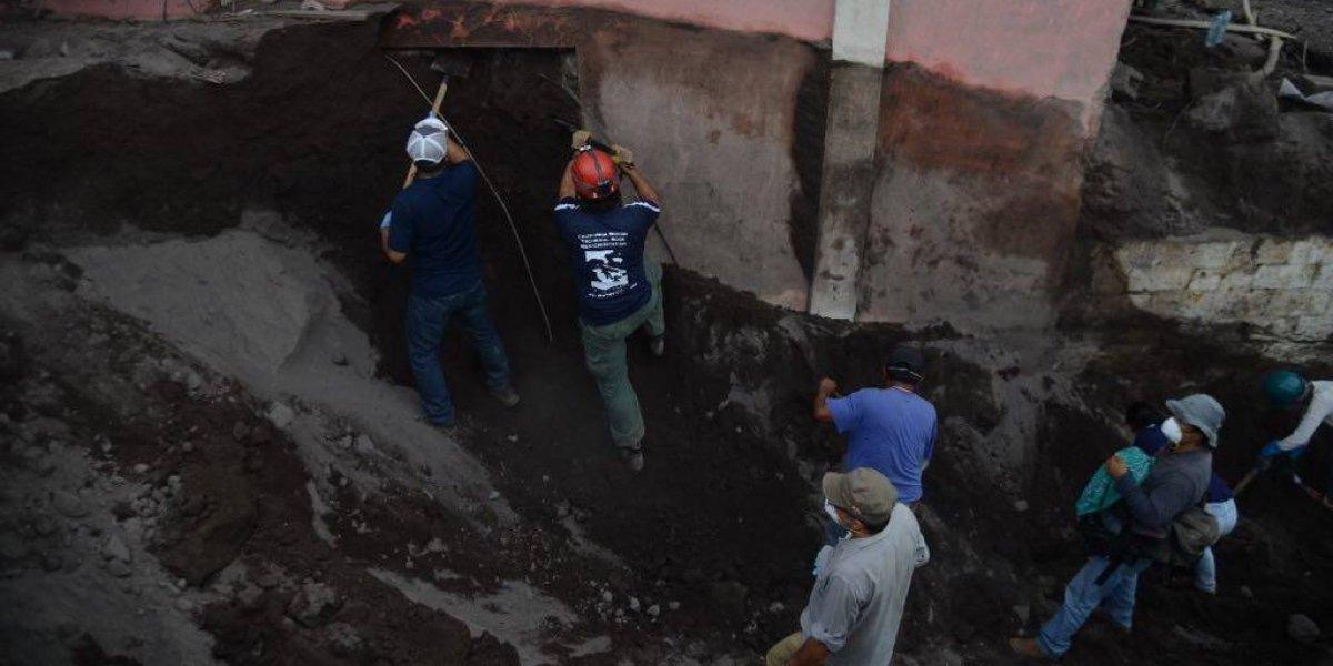 Inspeccionan área que podrían haber utilizado pobladores para intentar escapar el día de la erupción