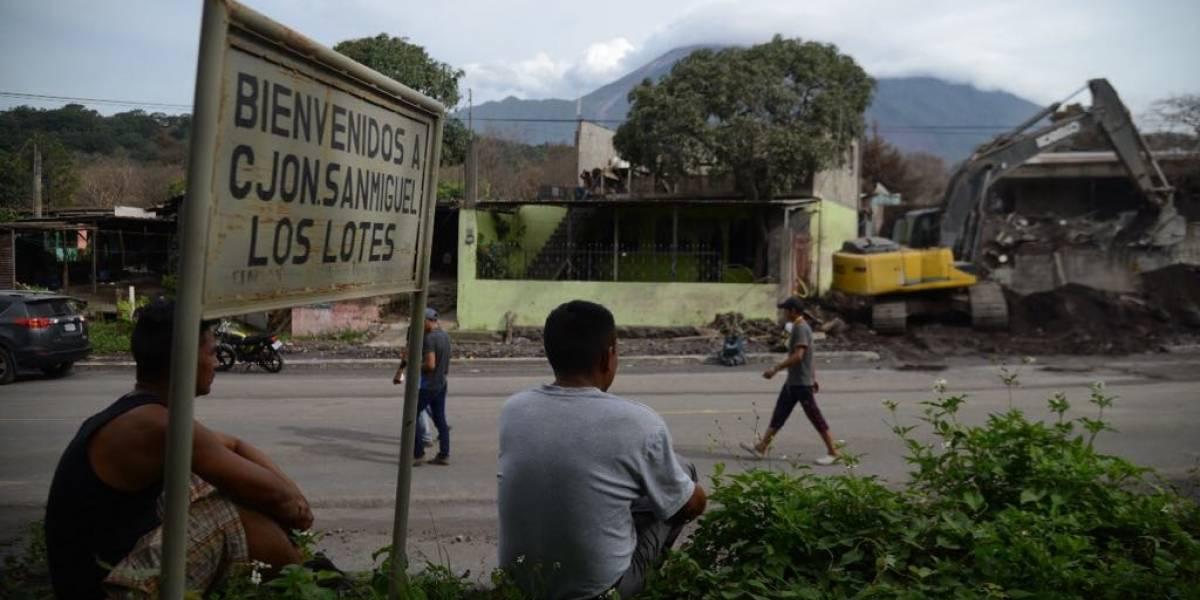 Voluntarios retoman búsqueda de víctimas de la erupción en San Miguel Los Lotes