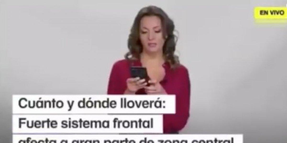"""Periodista de Mega y su chascarro en vivo: """"Caí como una niña"""""""