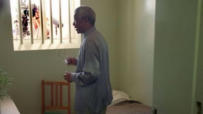 El expresidente y líder africano en su celda de la cárcel de Robben Island