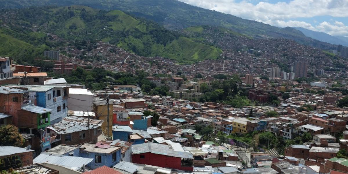 Rector de colegio de la Comuna 13 contradice las versiones del Alcalde de Medellín