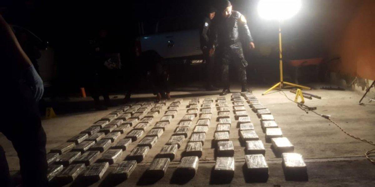 Decomisan 214 paquetes de cocaína y capturan a tres personas en Zacapa