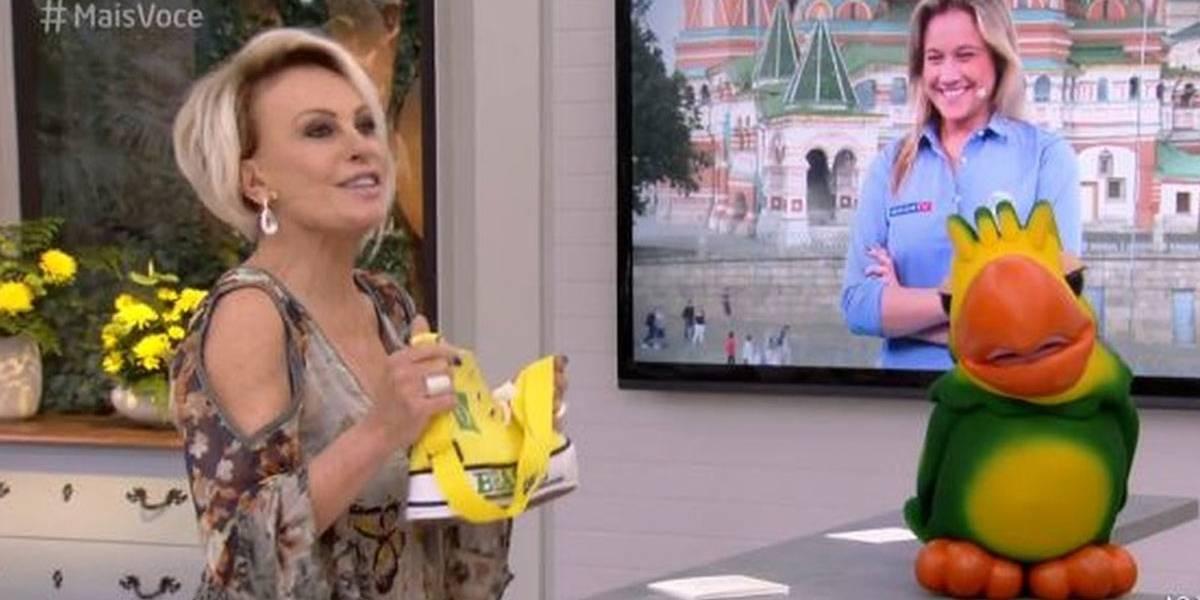 Ana Maria Braga aparece com bolsa em formato de 'sapatão' e Fernanda Gentil brinca: 'indireta?'