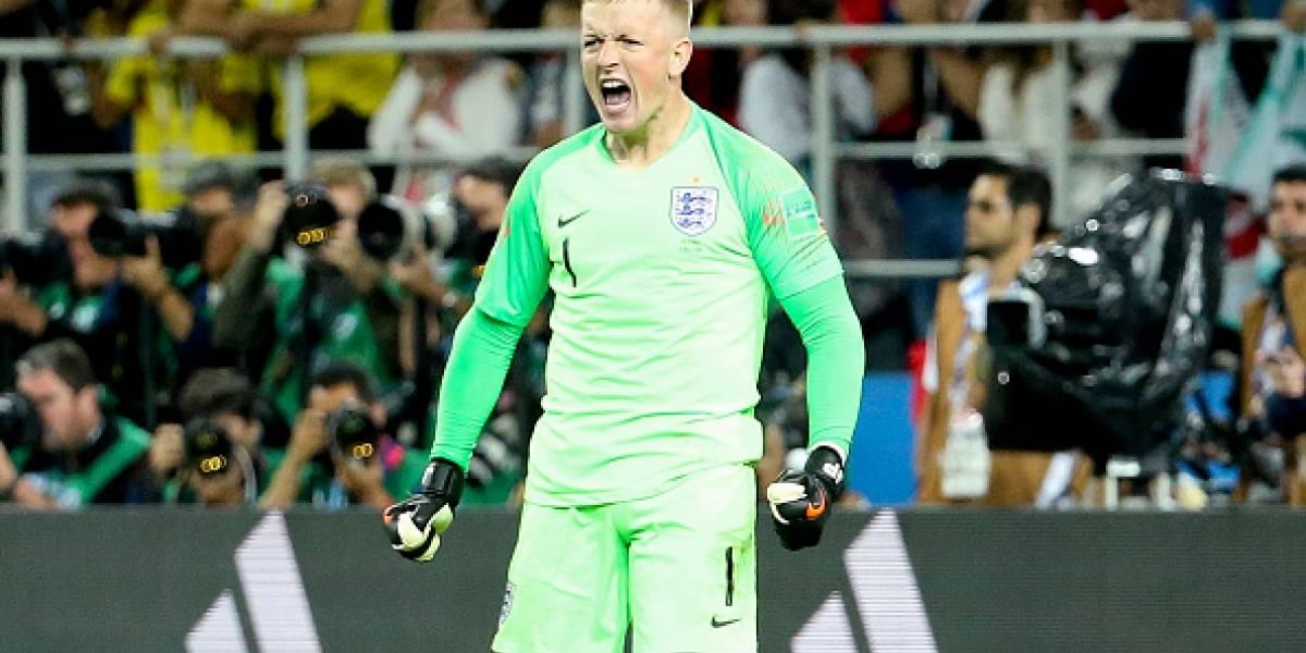 Jordan Pickford, portero de Inglaterra, usó su botella de agua como cábala el partido