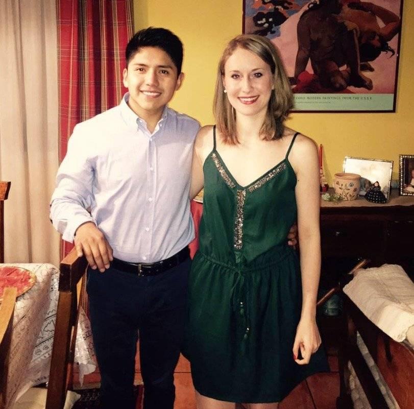 Adrián espera que al llegar a su casa todavñía encuentre a su novia |FACEBOOK