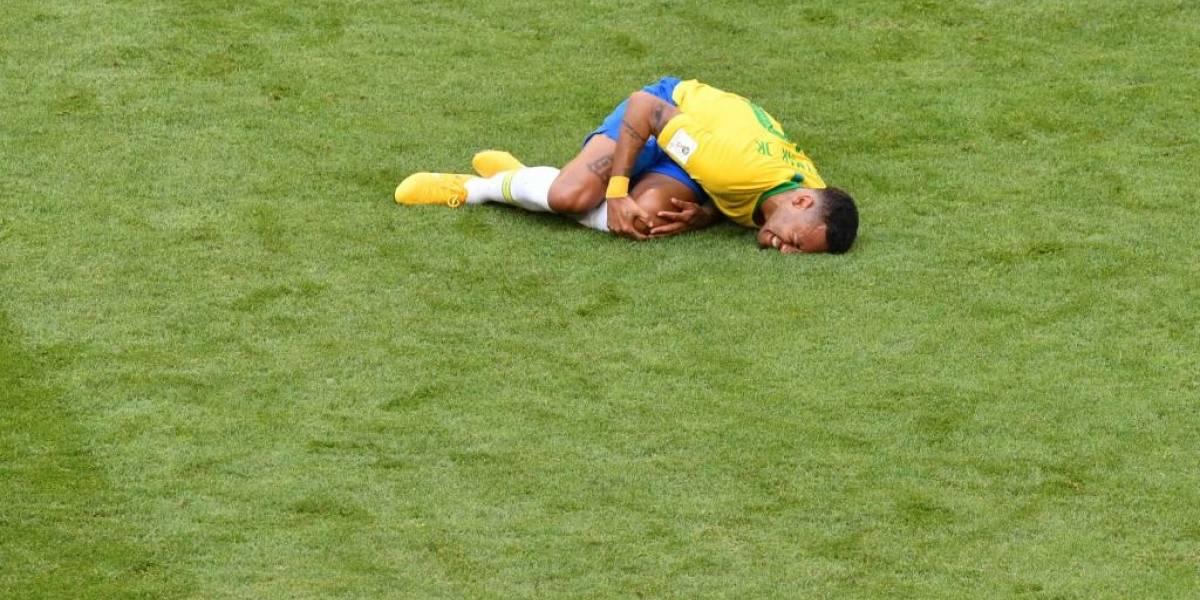 """#NeymarChallenge: el """"show"""" viral que burla del teatro que hace el crack de Brasil"""