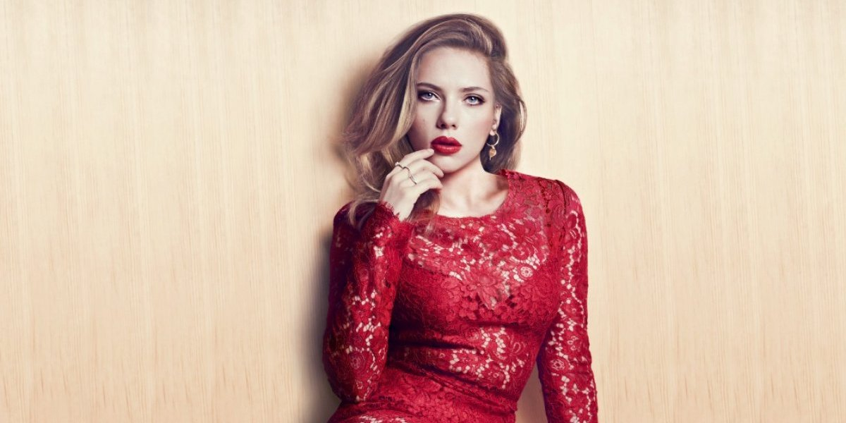 Hacker filtra de nuevo una foto de Scarlett Johansson desnuda y delante el espejo