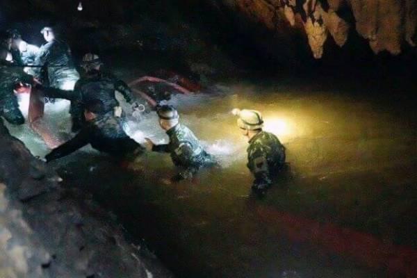 marino muere en rescate de niños en Tailandia