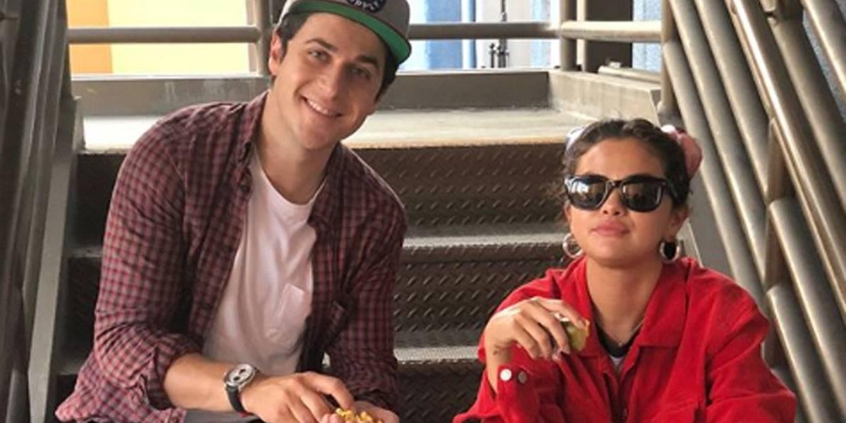 Selena Gomez e David Henrie fazem reencontro da série Os Feiticeiros de Waverly Place na Disney