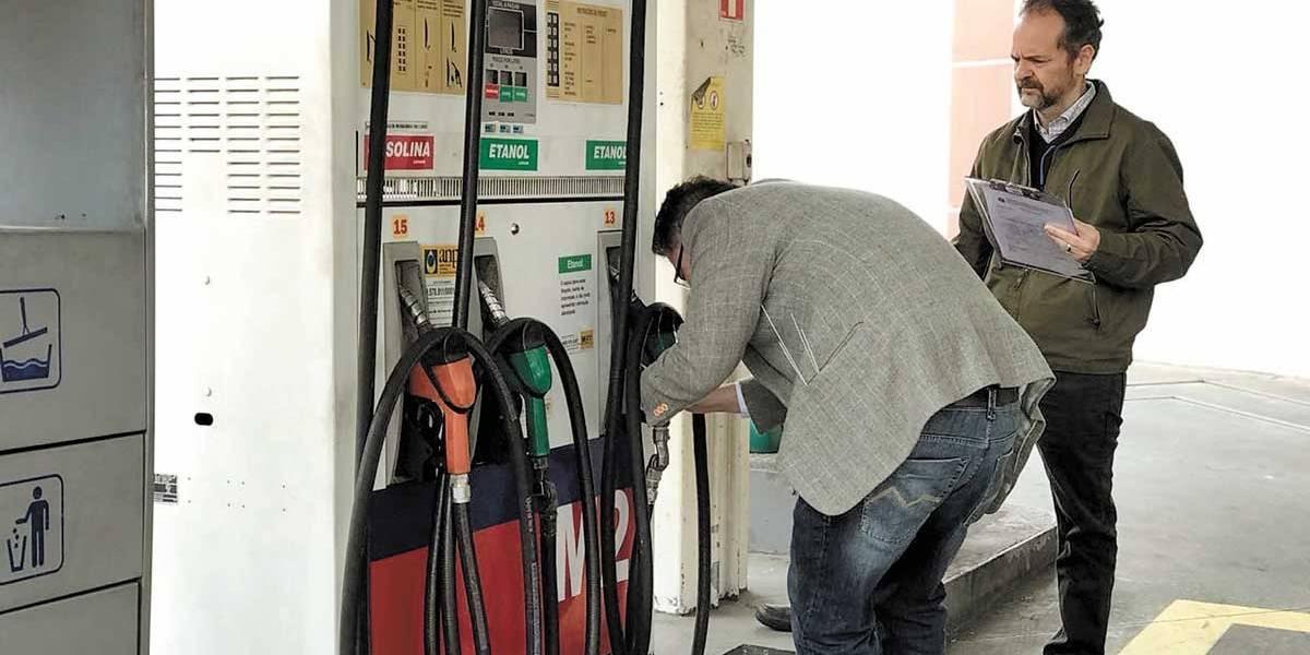 Operação lacra 31 postos de gasolina por fraudes em SP