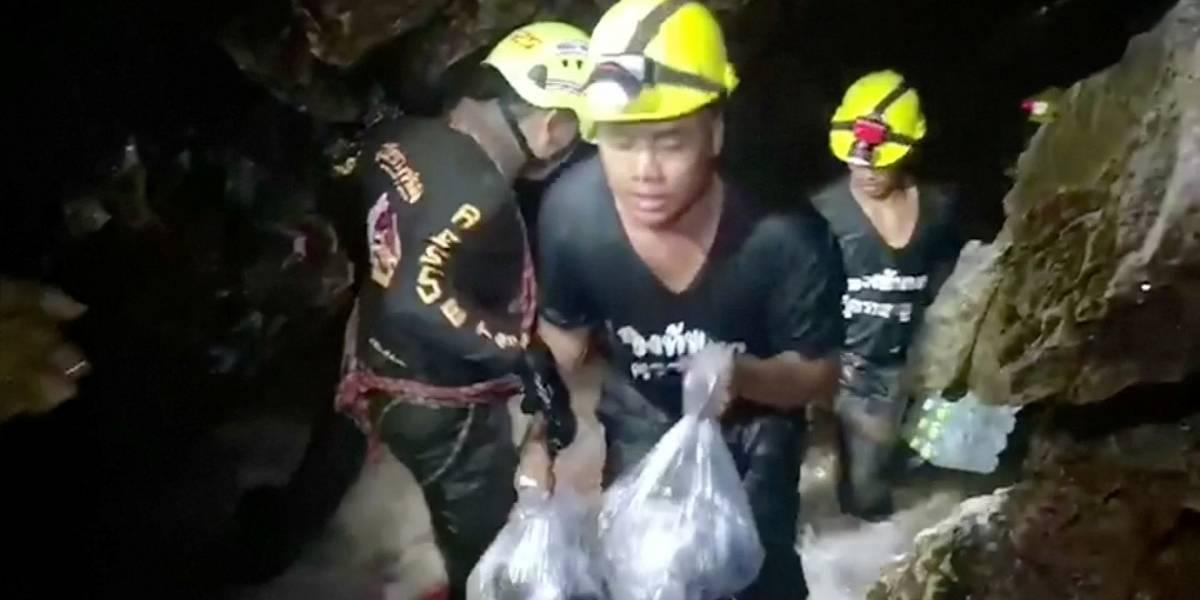 Mergulhador morre em caverna onde meninos estão presos na Tailândia