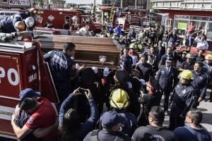 Homenaje a bomberos caídos por la explosión en Tultepec