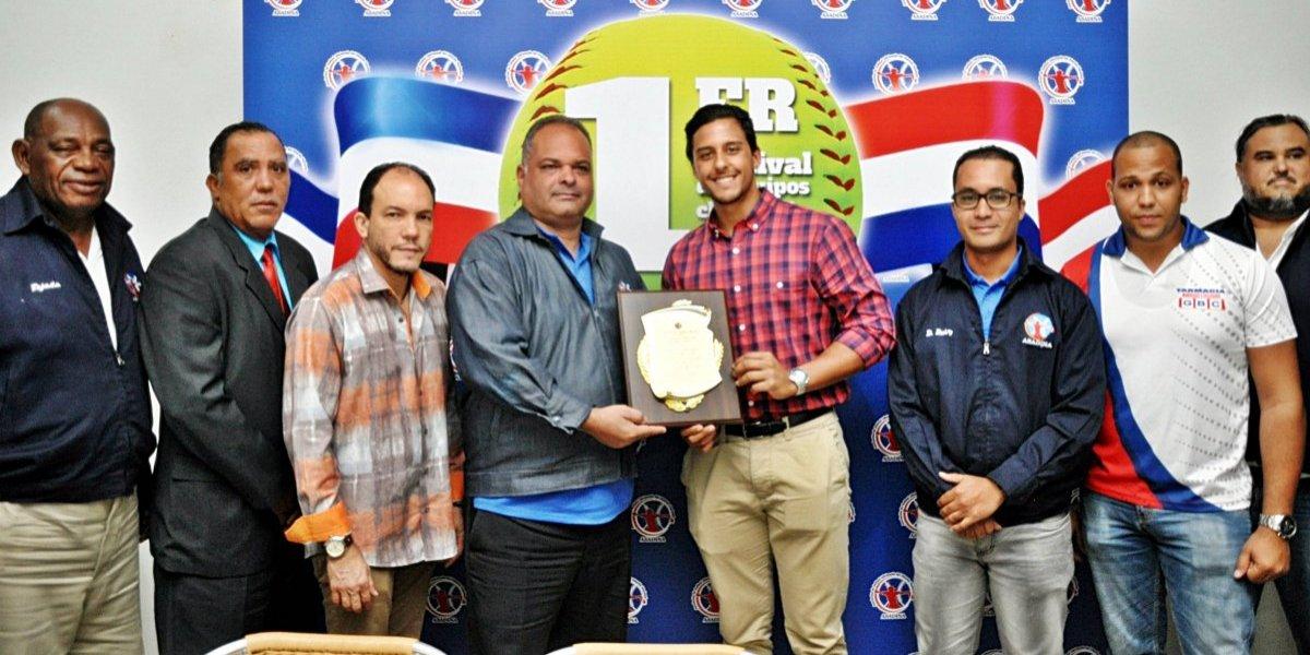 Con cuatro juegos arranca 1er festival de equipos de sóftbol