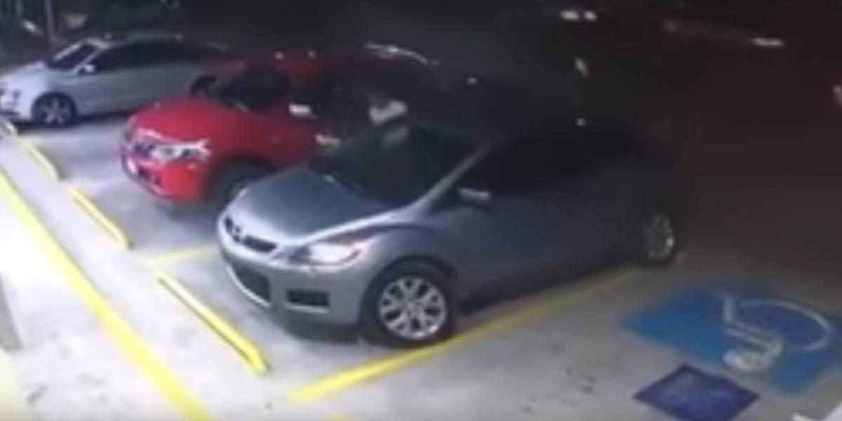 Video: Así abren y roban los autos estacionados en segundos