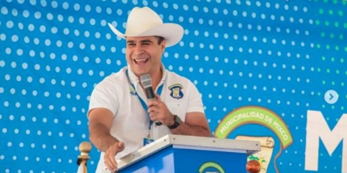 """VIDEO. Alcalde de Mixco comparte la """"Cumbia de Neto"""" y causa furor"""