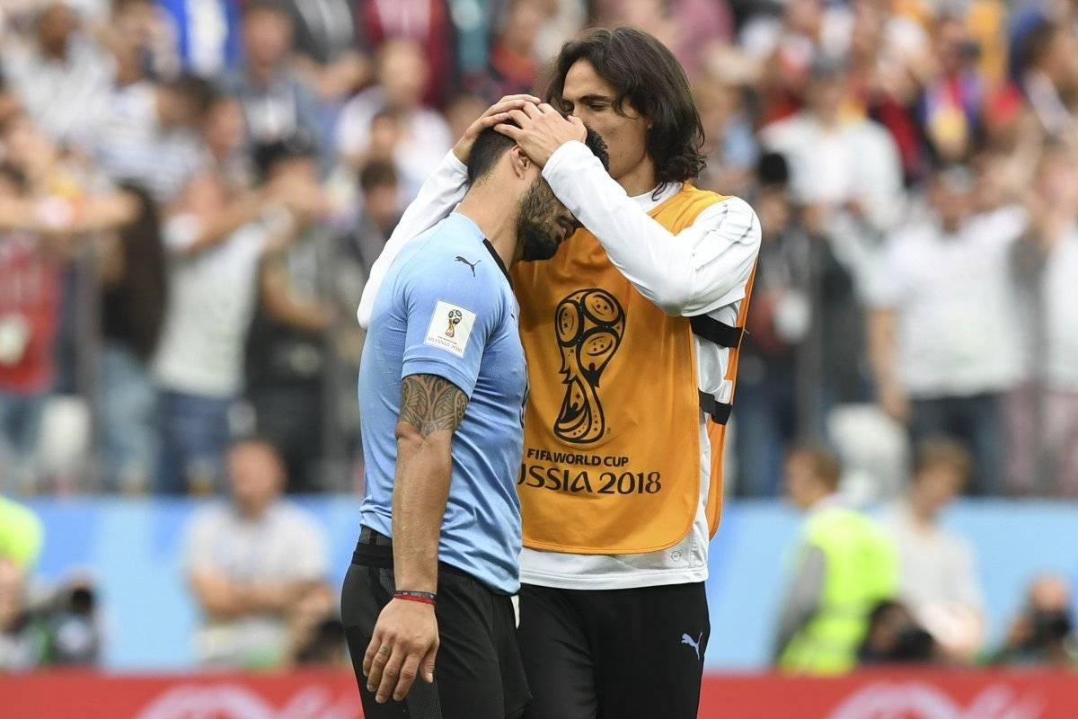 Cavani consuela a Suárez