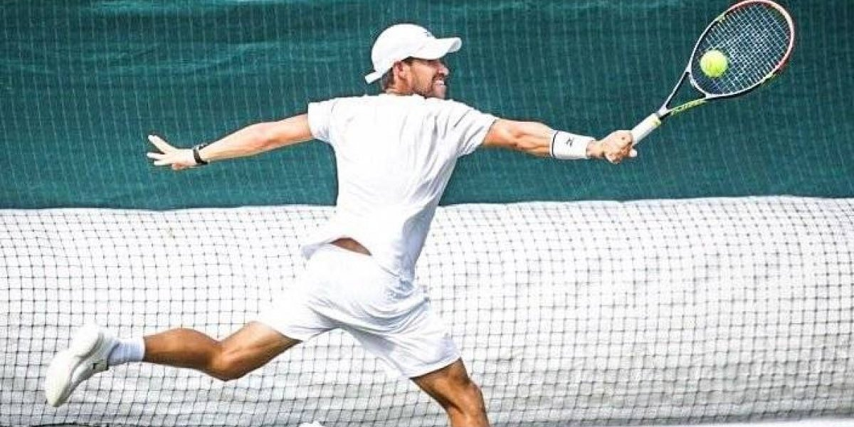 Tenista mexicano da la sorpresa y avanza en Wimbledon