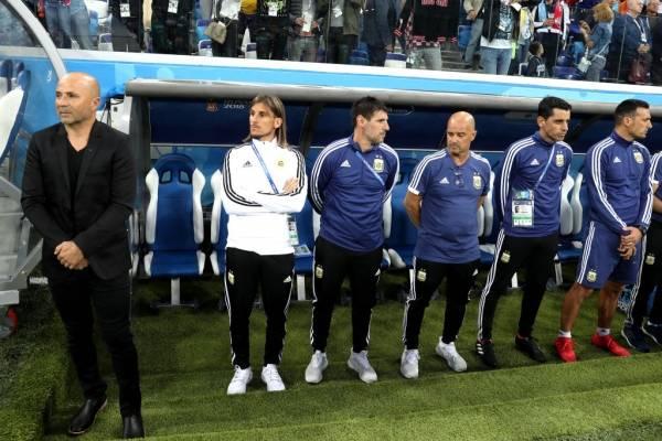 Sampaoli se va quedando solo en Argentina. Beccacece una vez más lo abandona / Foto: Getty Images