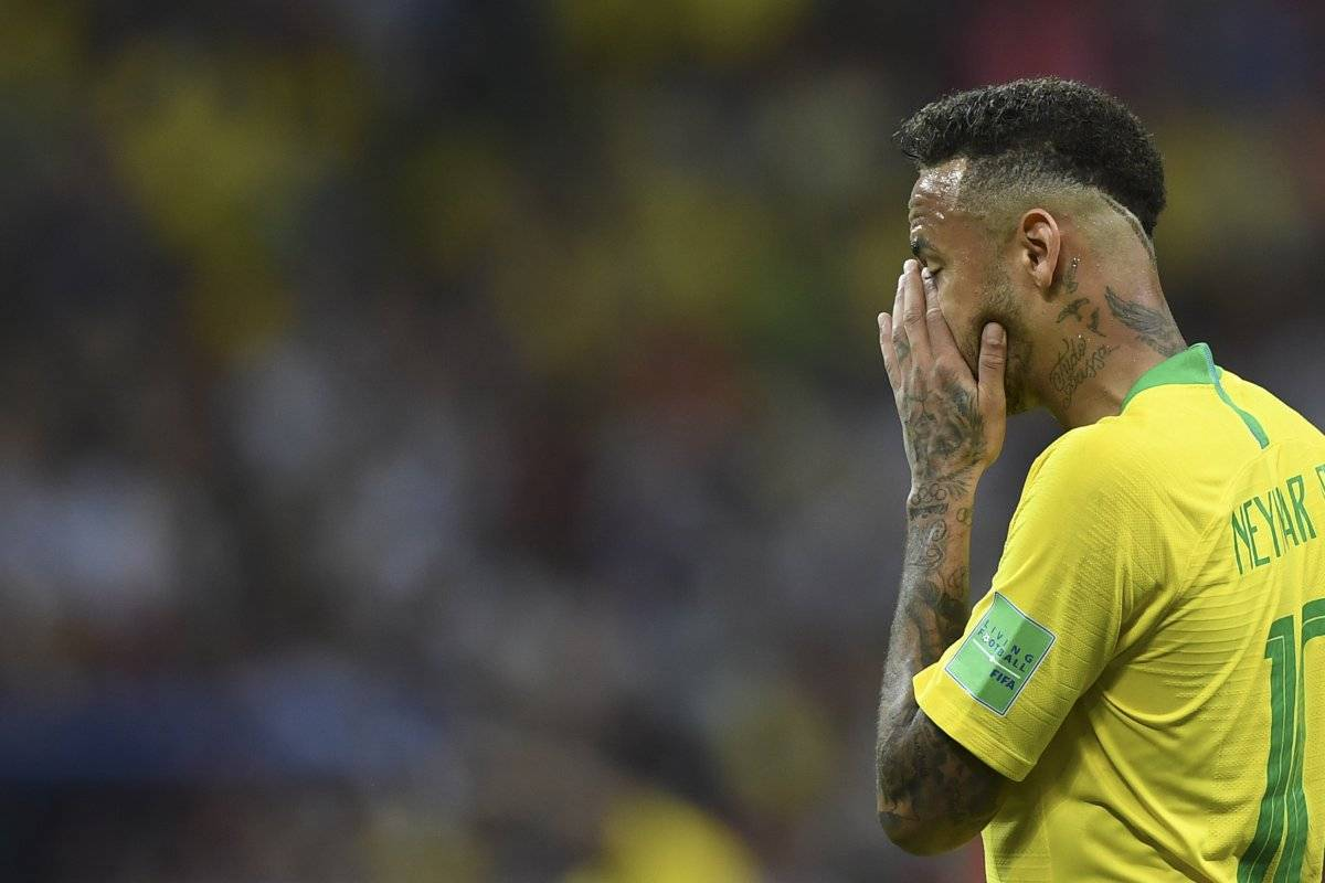 Neymar se lamenta tras la eliminación