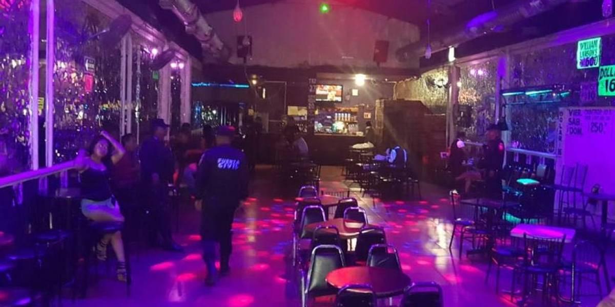 Catean bares por denuncia de venta de droga en Monterrey