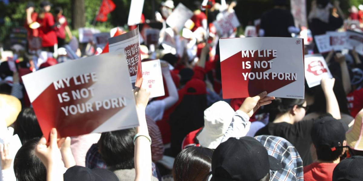 """""""Las mujeres enojadas cambiarán al mundo"""": miles de surcoreanas protestan por cámaras escondidas en los baños"""
