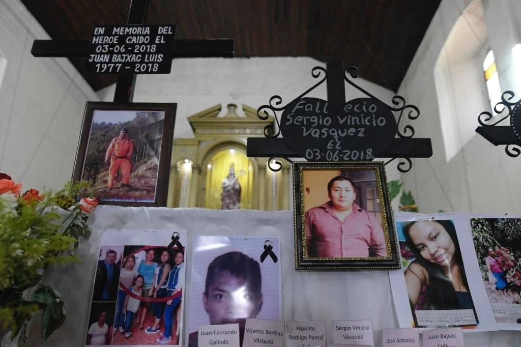 Bomberos Voluntarios desaparecidos por tragedia del volcán de Fuego reciben homenaje. Foto: Omar Solís