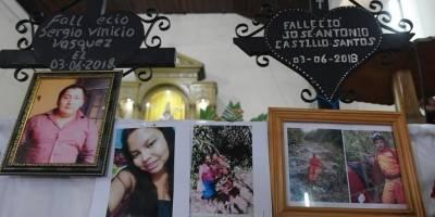 Bomberos voluntarios rinden homenaje a socorristas desaparecidos por la erupción del volcán de Fuego.