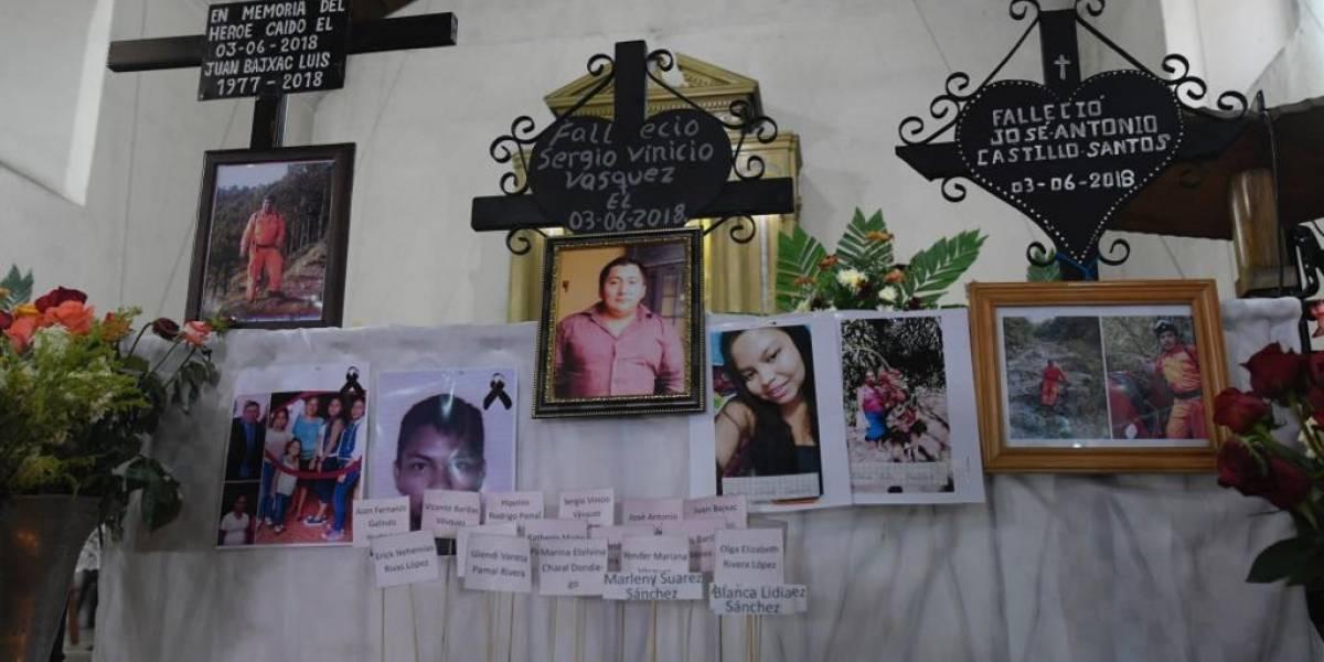 Bomberos rinden homenaje a elementos desaparecidos por erupción del volcán de Fuego