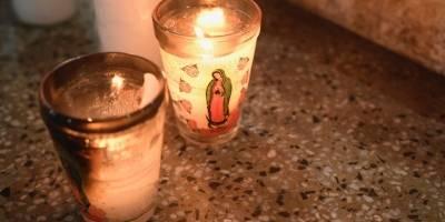 Bomberos voluntarios rinden homenaje a elementos desparecidos por la erupción del volcán de Fuego.