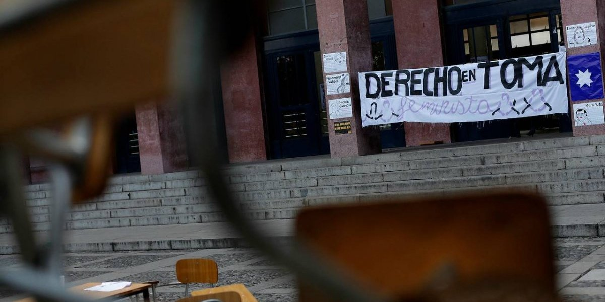 Continúa la toma feminista: alumnas de Derecho de la U. de Chile decidieron seguir con la movilización