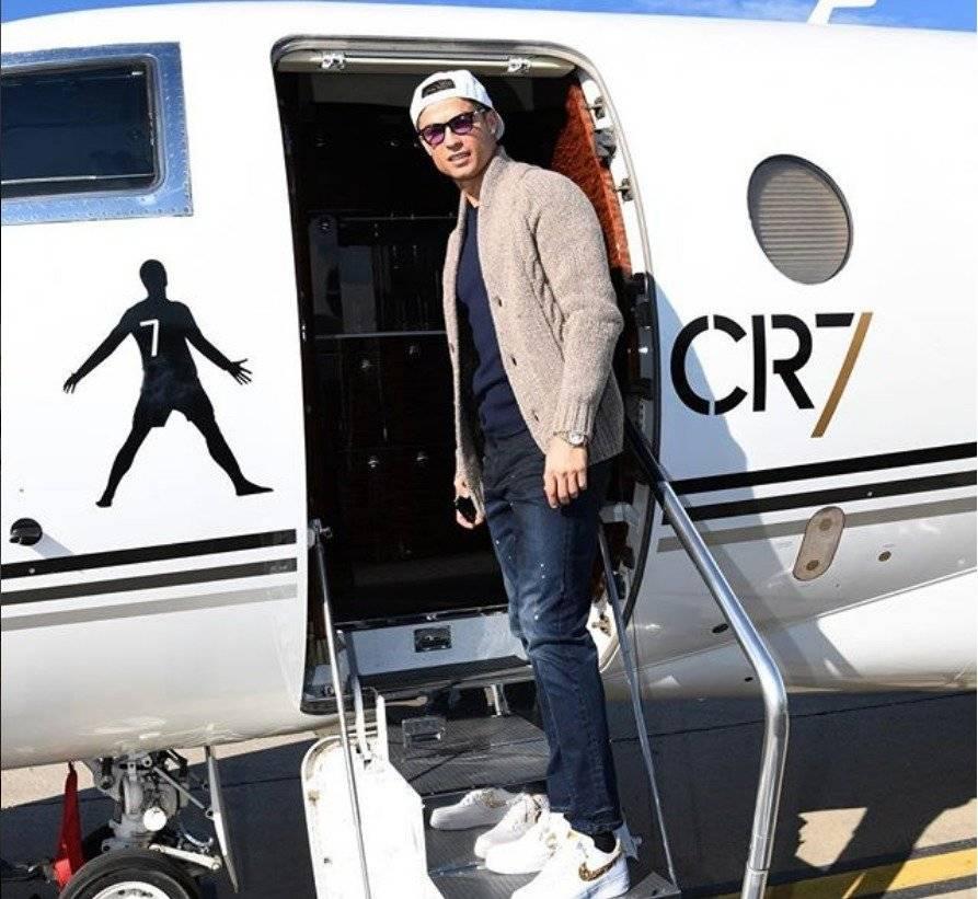 Cristiano Ronaldo momentos previo a subir a su avión