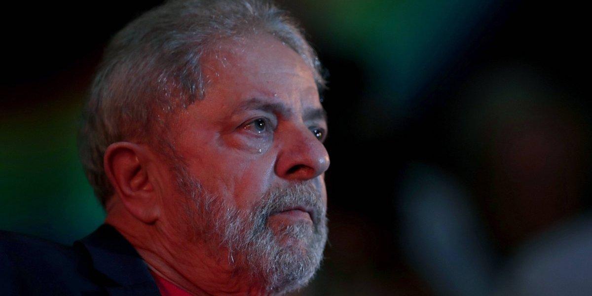 Juez de Lava Jato revoca la orden de liberación de Lula y lo mantiene preso